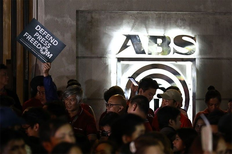 ABS-CBN ordered to go off air as franchise lapses
